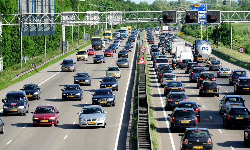 Pour freiner la pollution, les Pays-Bas réduisent la vitesse sur les autoroutes à 100 km/h
