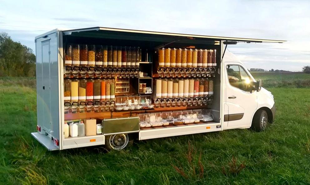 Cette épicerie nomade parcourt les villages belges pour proposer du bio en vrac