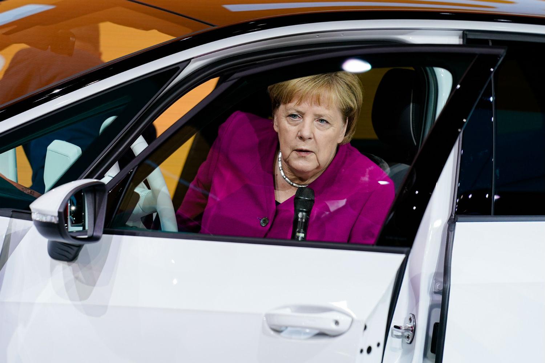 Plus forte que Macron, Angela Merkel veut construire 1 million de bornes de recharge en Allemagne