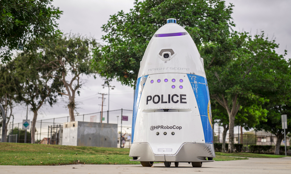 """Ce """"RoboCop"""" patrouille déjà dans les centres-villes de l'Amérique de Donald Trump"""