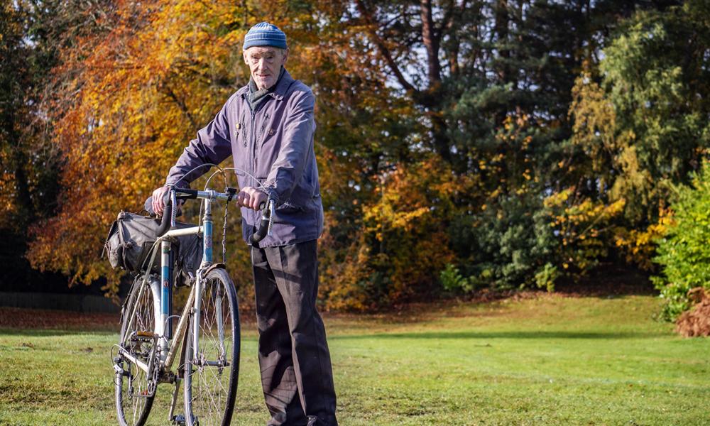 Ce papy de 82 ans a fait 42 fois le tour du monde à vélo