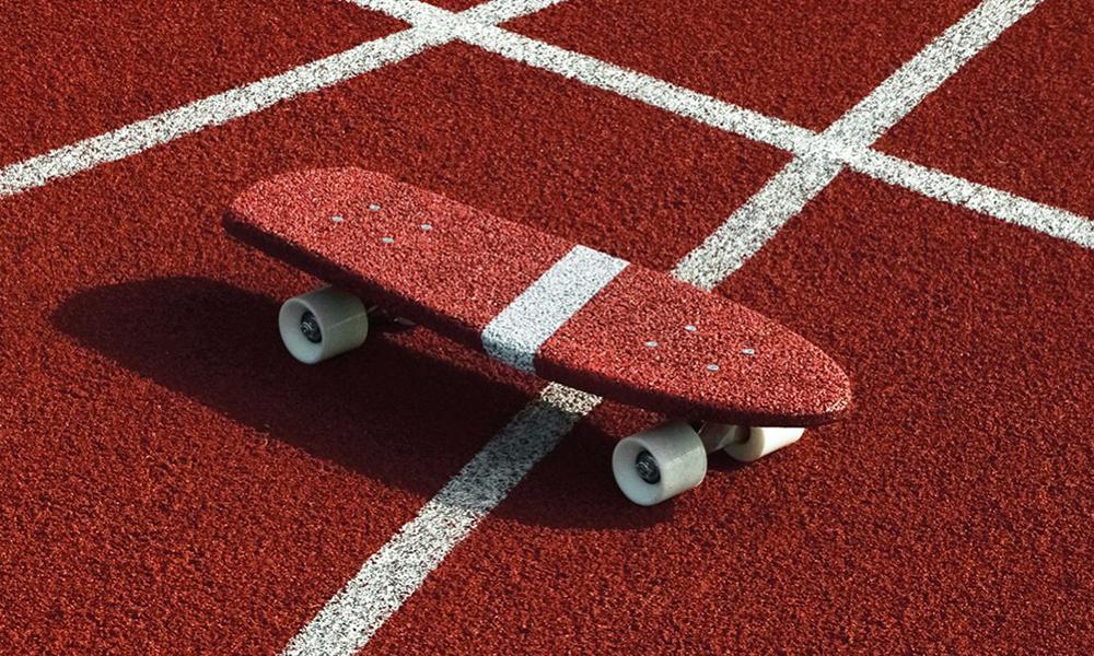 Recyclage : ce designer transforme des vieux pneus en skateboard