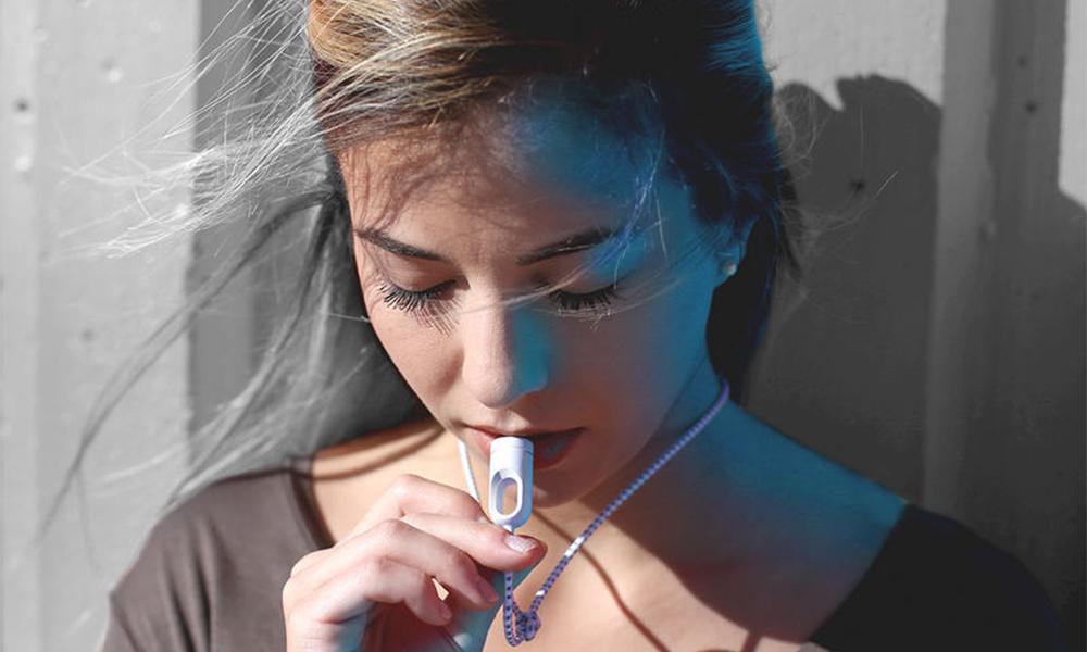 Voici le premier pendentif purificateur d'air pour les piétons
