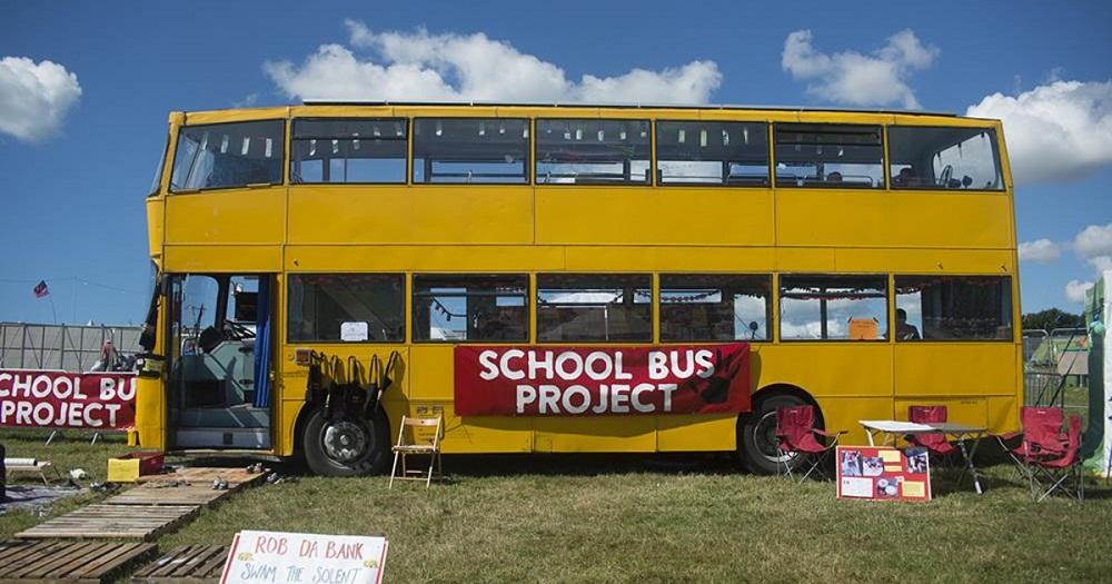 Près de Calais, des bus transformés en écoles pour les jeunes réfugiés