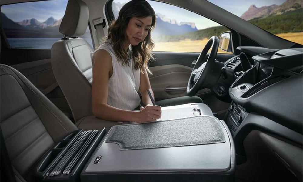 Un kit pour transformer n'importe quelle voiture en bureau mobile