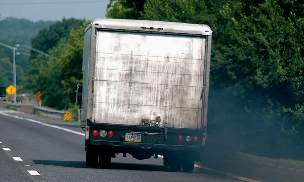 Des Suisses auraient trouvé comment réduire la pollution des camions de 90%