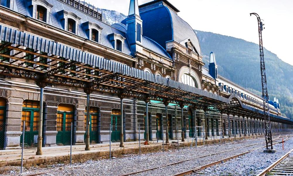 Déserte depuis 50 ans, cette gigantesque gare va bientôt rouvrir