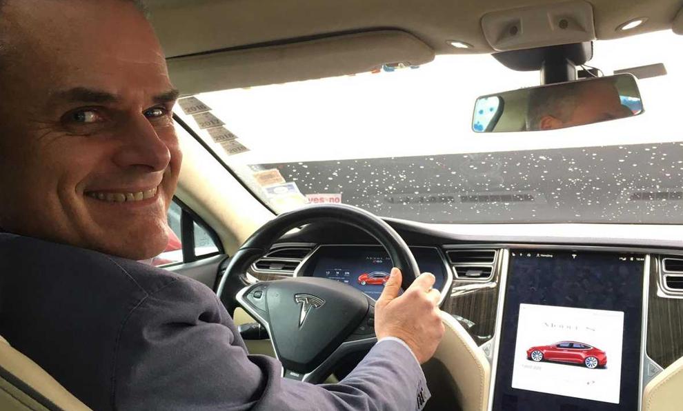 Depuis 2014, cet homme fait 600 km tous les jours avec sa voiture électrique