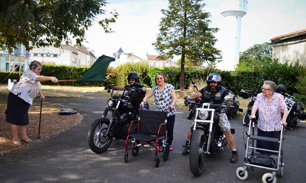 Pour lutter contre l'isolement, ces mamies ont réalisé un calendrier avec des bikers