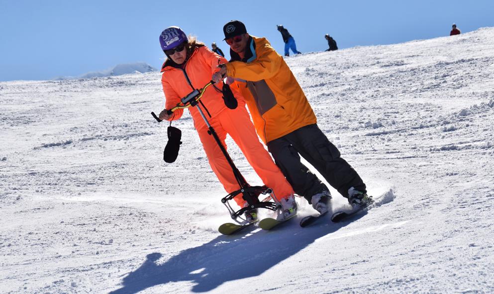 Cette «trottinette des neiges» permet à 80% des personnes handicapées de skier normalement