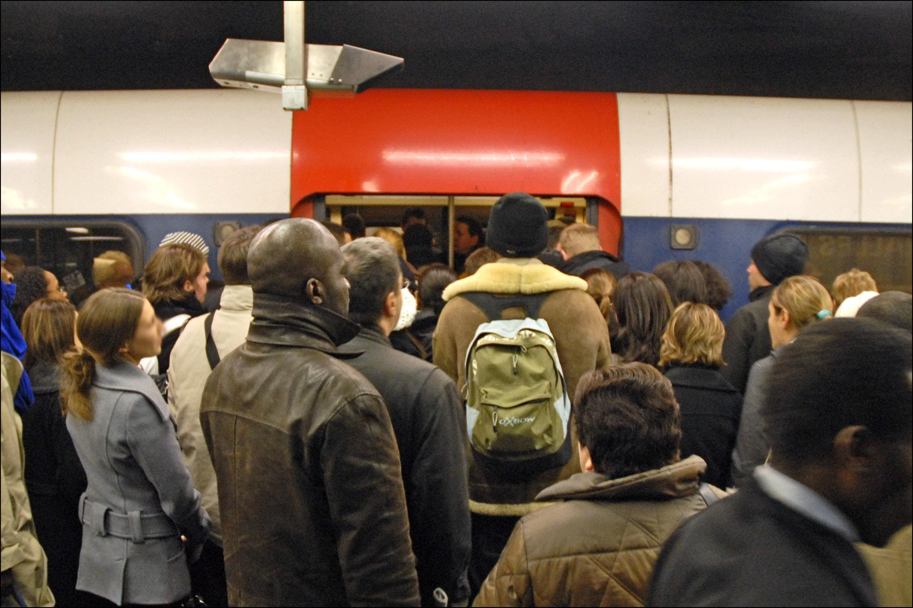 Comment les médias étrangers jugent la grève des transports en France