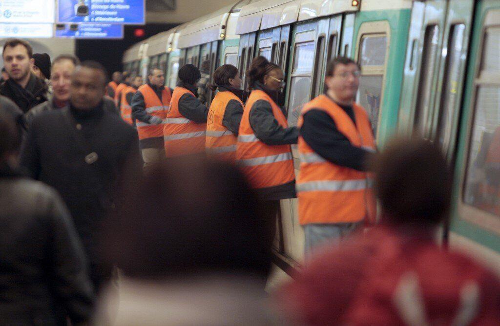Le service minimum pendant les grèves, une obligation presque partout… sauf en France