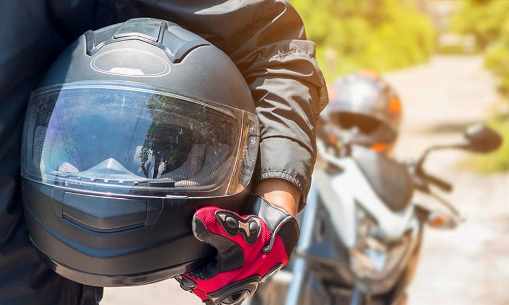 Après chaque accident, ce casque de moto se répare tout seul