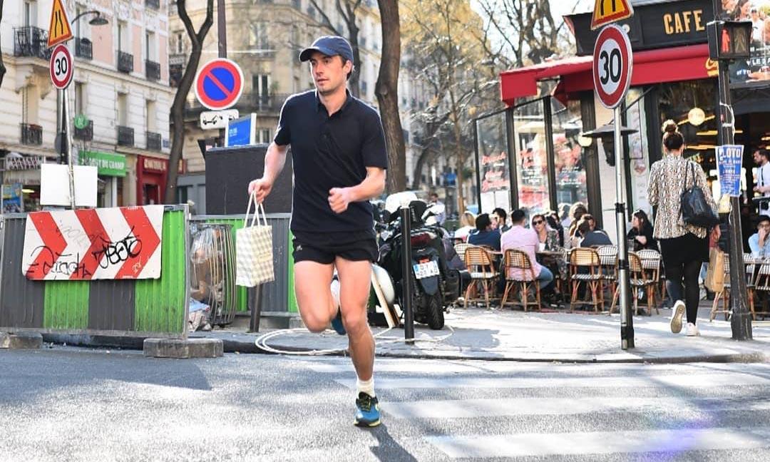 Ce joggeur fou livre vos pâtisseries préférées pendant son jogging