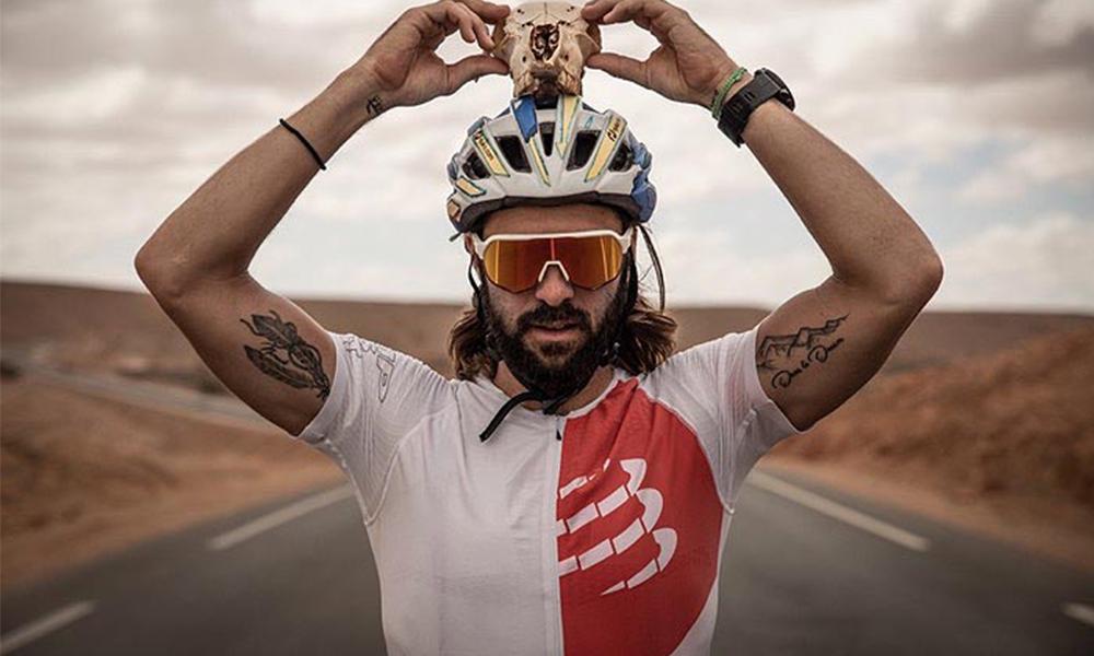 Face au défi climatique, ce Français va traverser les 6 déserts les plus durs du monde à vélo