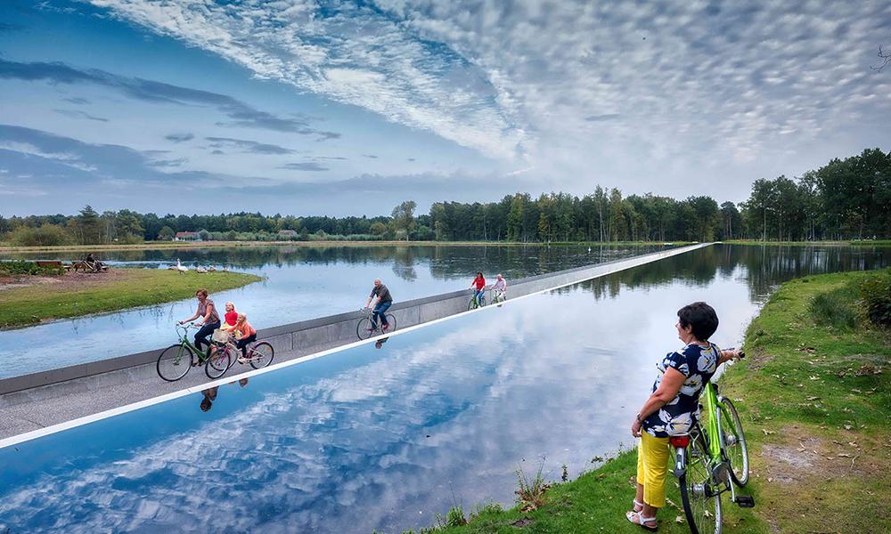 Plus belge la vie : cette piste cyclable traverse un lac