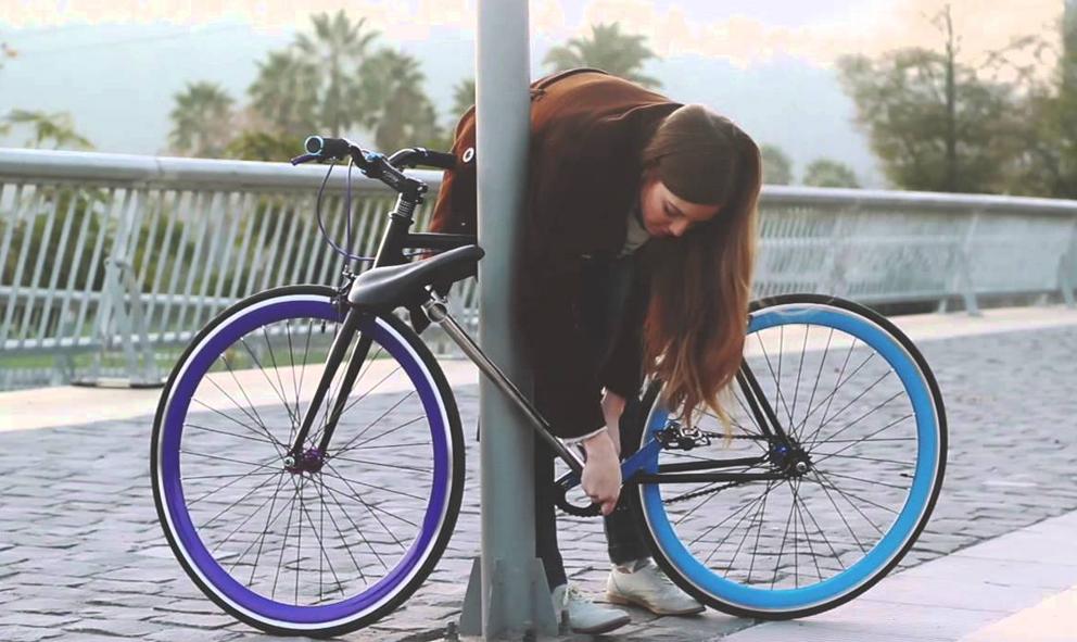 Ce vélo se transforme en antivol en seulement 15 secondes