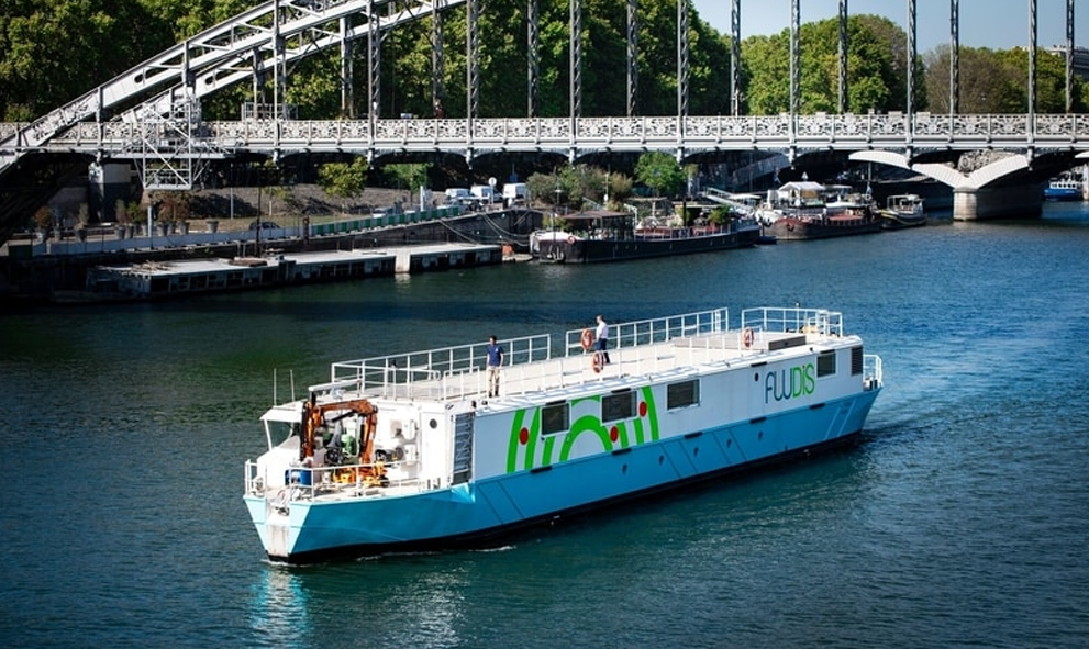 Tous les jours à Paris, ce bateau électrique évite 1000 km de livraisons par camion