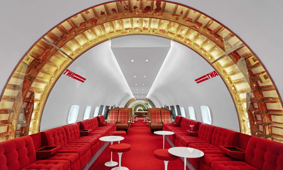Qui veut trinquer dans cet avion de 1958 reconverti en bar à cocktails?