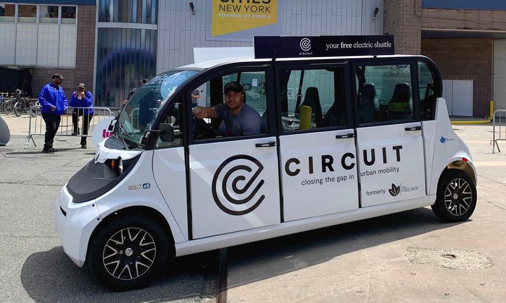 Circuit : l'opérateur de navettes électriques gratuites qui veut tuer Uber