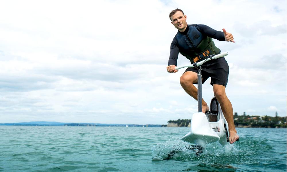 Voici le premier vélo électrique qui roule sur l'eau