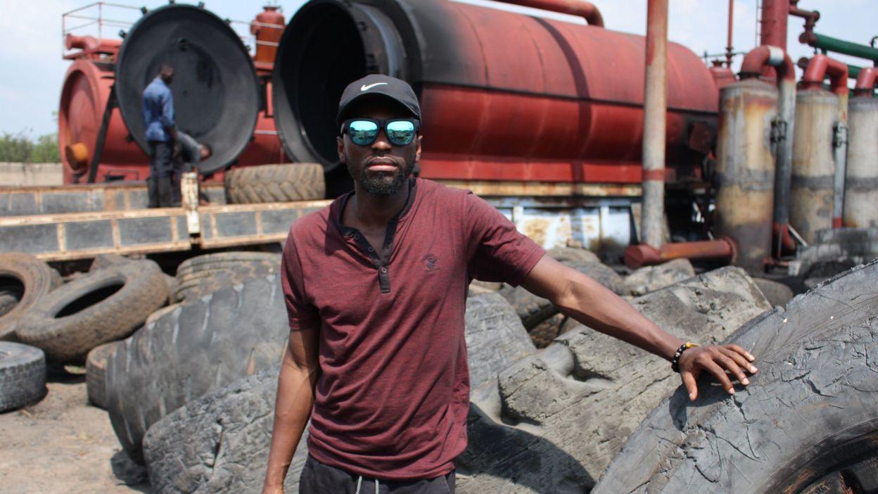 Au Ghana, cet entrepreneur transforme les pneus usés en carburant