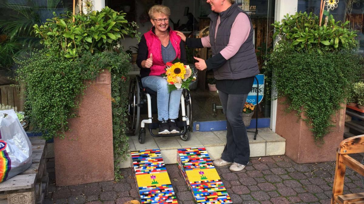 Handicapée, elle fabrique des rampes en LEGO pour aider les fauteuils roulants