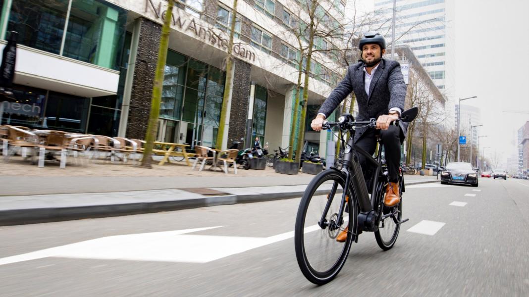 Amsterdam va forcer les vélos électriques à rouler MOINS vite