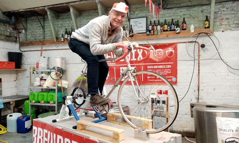 Fans de cyclisme et de bière, ils installent leur brasserie sur un vélo