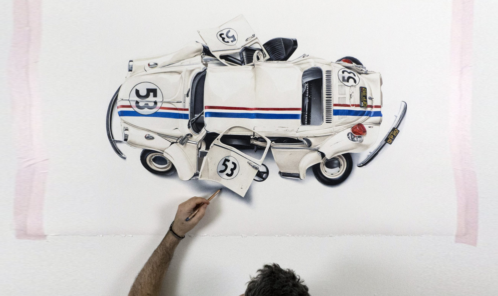 Cet artiste écrabouille des voitures cultes pour le plaisir