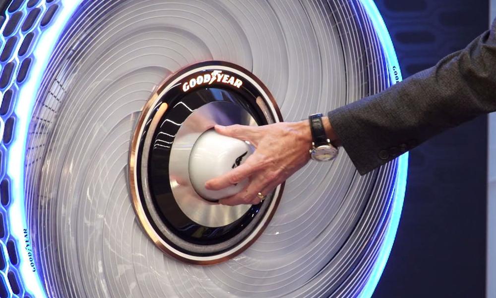 Goodyear invente le premier pneu réglable avec des dosettes (What else?)
