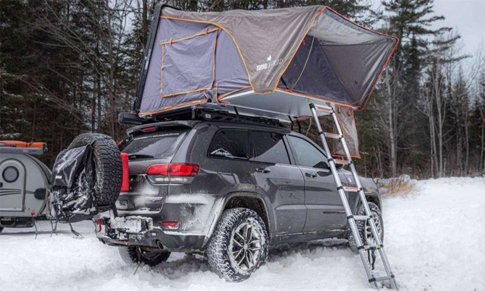 Rien de mieux pour le camping que cette tente qui se plante sur le toit