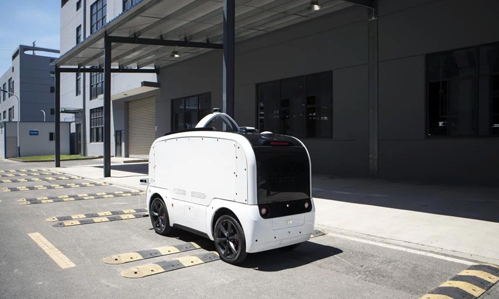 À Wuhan, ce robot sauve des vies en apportant nourriture et médicaments aux malades