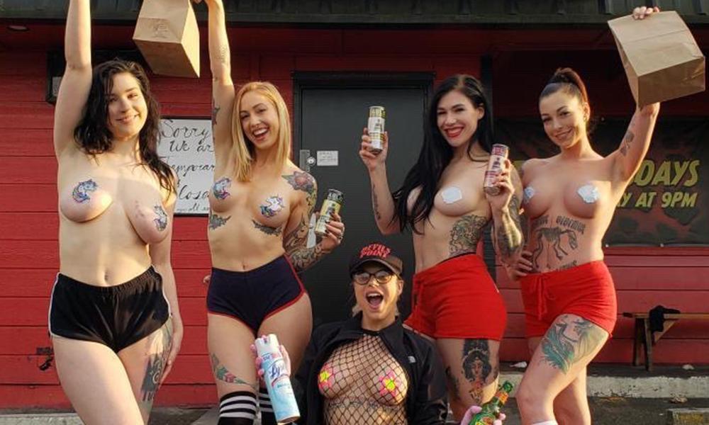 Au chômage technique, ces strip-teaseuses décident de devenir livreuses