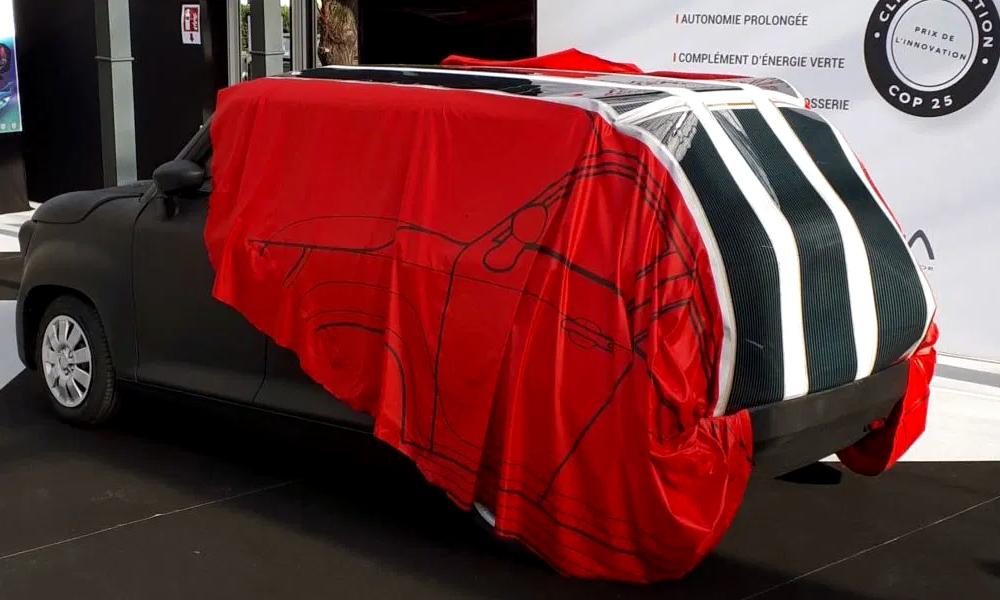 Votre voiture se recharge toute seule avec cette bâche photovoltaïque