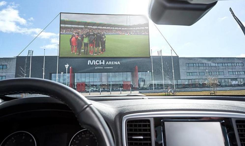 Au Danemark, les fans de foot invités à suivre les matchs dans leurs voitures