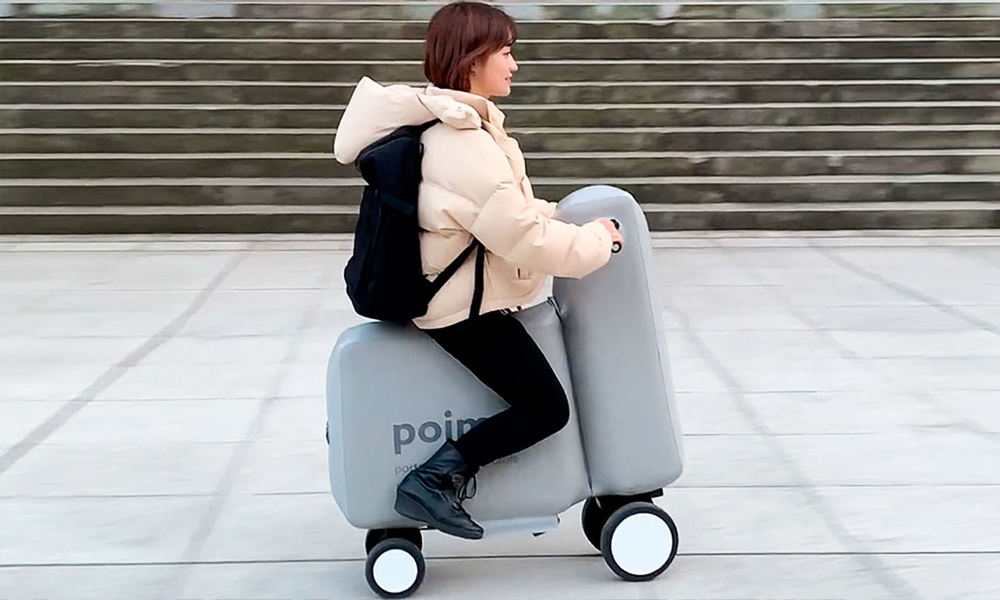 Ce scooter gonflable tient dans un sac à main
