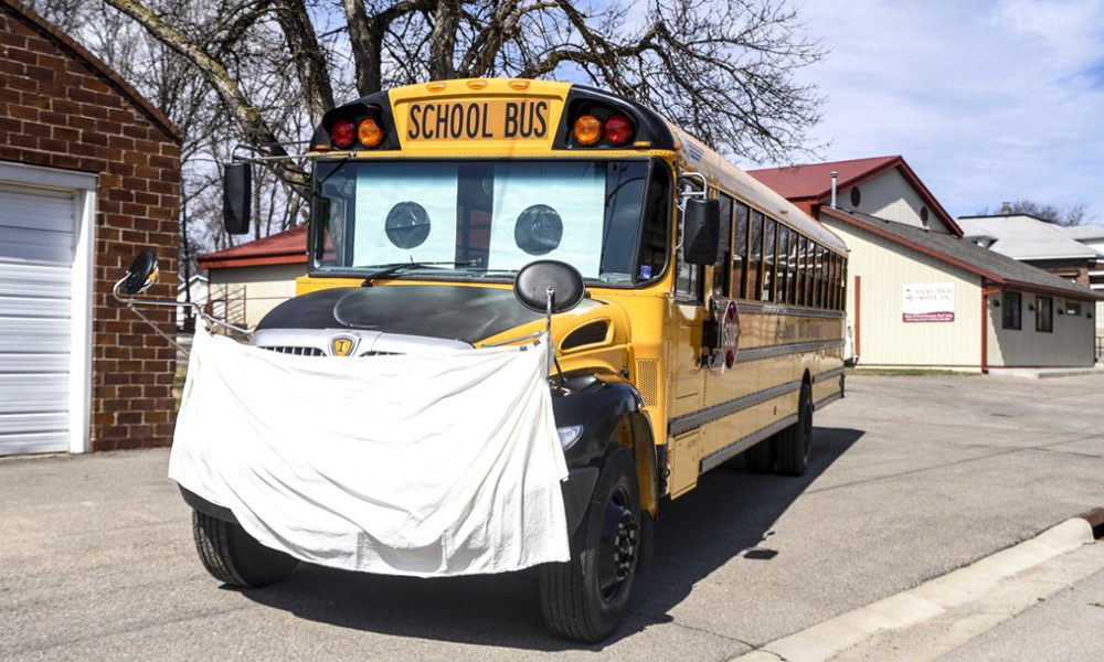 Des bus scolaires transformés en centre de dépistage du COVID-19