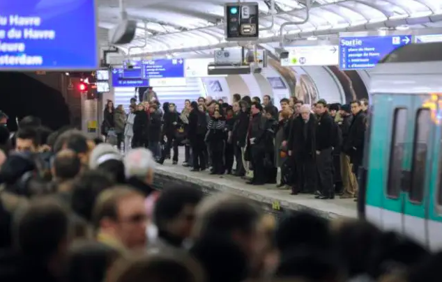 Pourquoi la ligne 13 est-elle la pire ligne du métro parisien?
