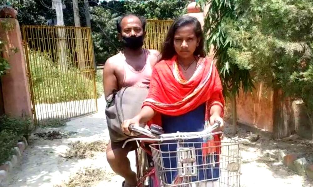 Cette jeune indienne a fait 1200 km à vélo pour soigner son père