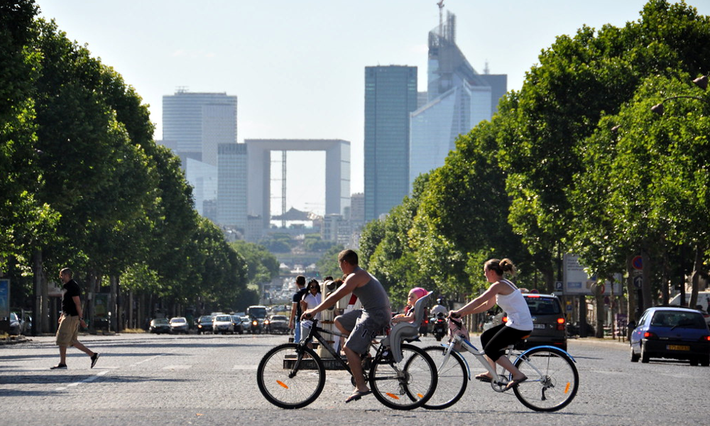 Une piste cyclable permet ENFIN d'aller bosser à vélo à La Défense