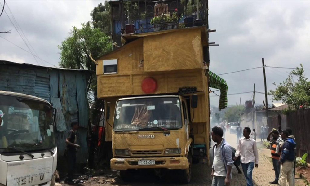 Cet Éthiopien a construit sa maison sur son camion