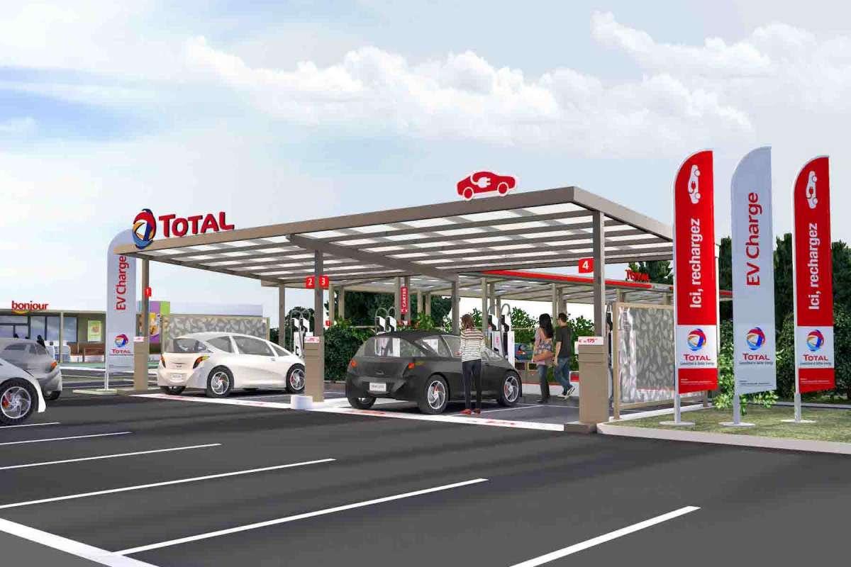 Du pétrole à la voiture électrique : comment Total prépare son grand virage écologique
