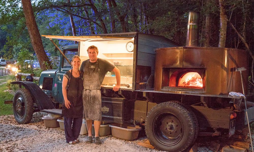 Ce couple français transforme les vieilles épaves en restaurant