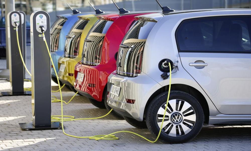 Voiture électrique : la France manque-t-elle vraiment de bornes de recharge?