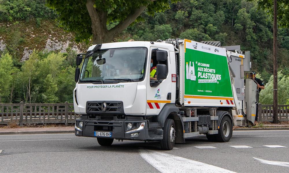 Sur la Côte d'Azur, ce camion poubelle roule aux déchets plastiques