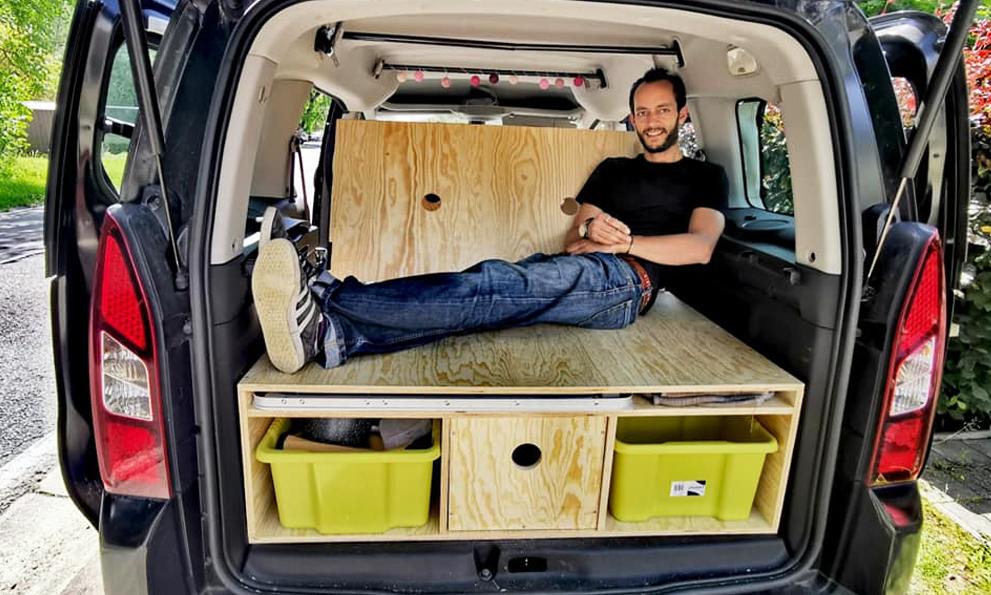 Ce Belge transforme votre voiture en camping-car pour les vacances