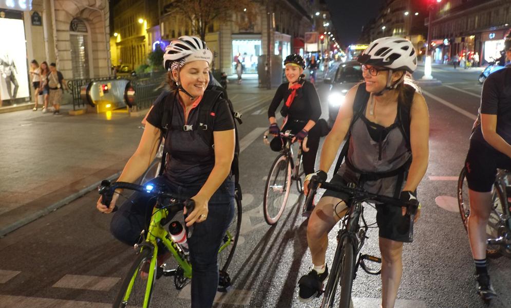 Girls on wheels : un collectif pour faire du vélo dans Paris la nuit, entre femmes
