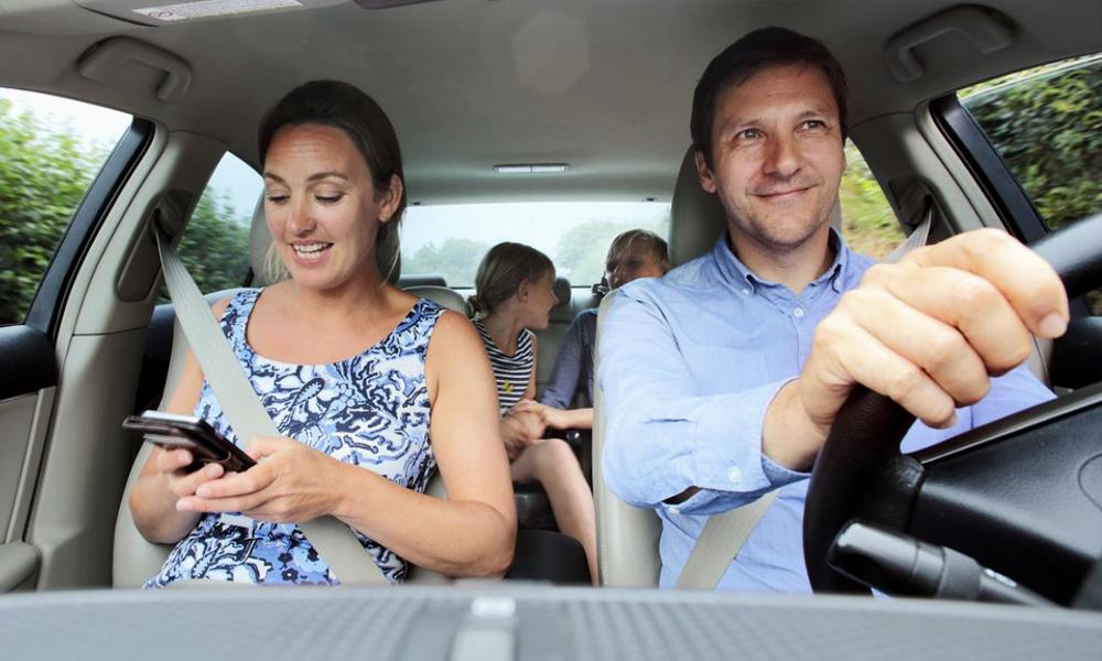 Départ en vacances : 16% des femmes laissent le volant à leur mari