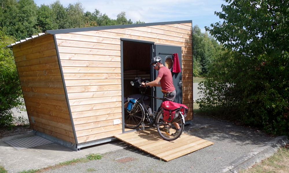 Dans ces tiny houses, on peut dormir avec son vélo préféré